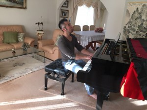 Tim Piano 1